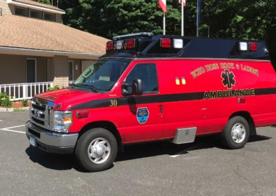 2v30 - 2006 Ford E350 Ambulance